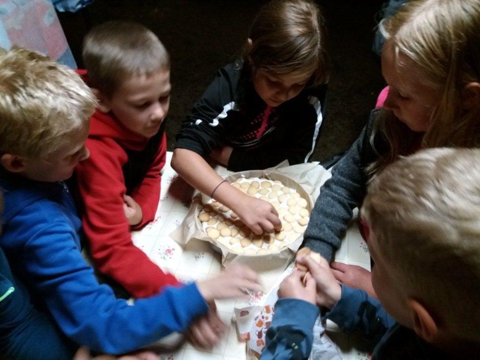 letní dětský tábor 2020 výroba dortu