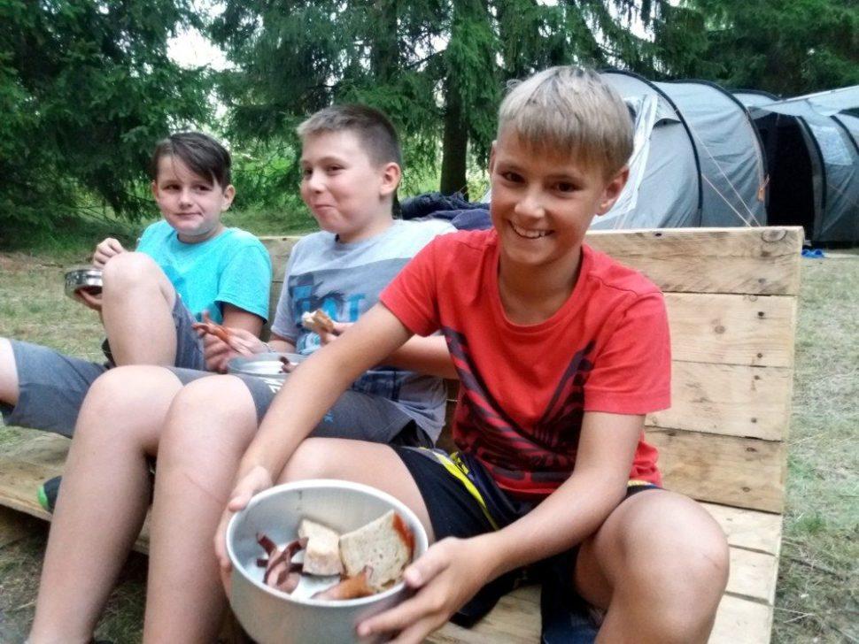 letní dětský tábor 2020 ohýnek abuřty